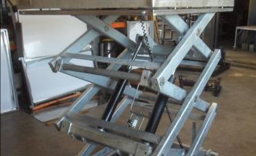 Table élévatrice triple ciseaux 2t Châssis galvanisé plateau INOX